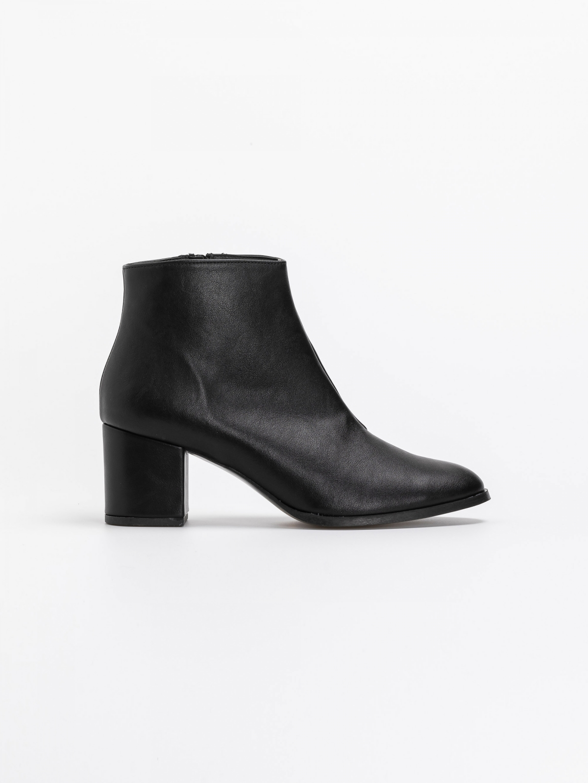 Estil basic ankle boots σε στρογγυλή γραμμή - Μαύρο