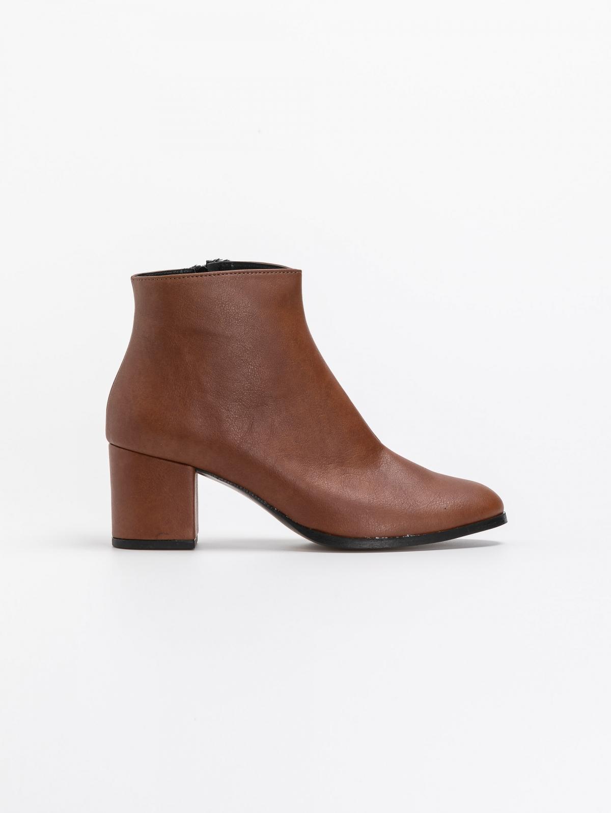 Estil basic ankle boots σε στρογγυλή γραμμή - Ταμπά