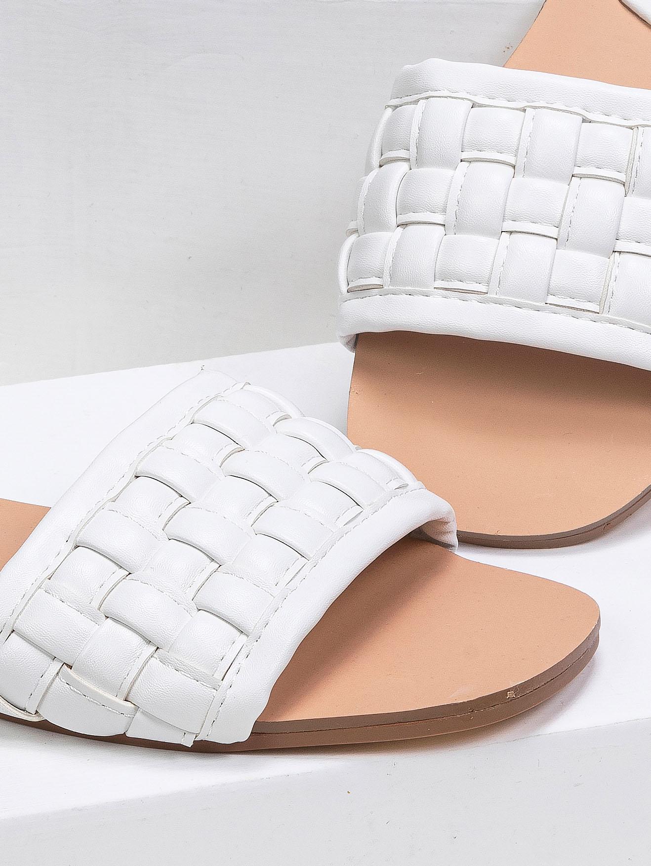Φλατ σανδάλια με πλεκτό σχέδιο - Λευκό