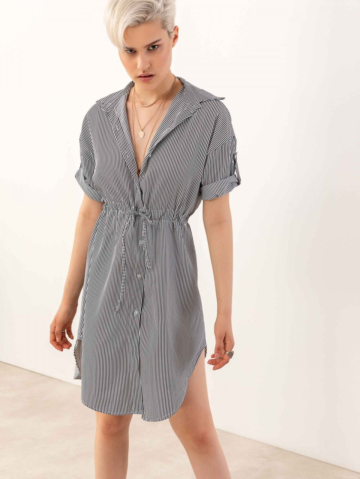 1629378a0461 TheFashionProject Φόρεμα πουκάμισο σεμιζιέ με ρίγες - Λευκό  Μαύρο