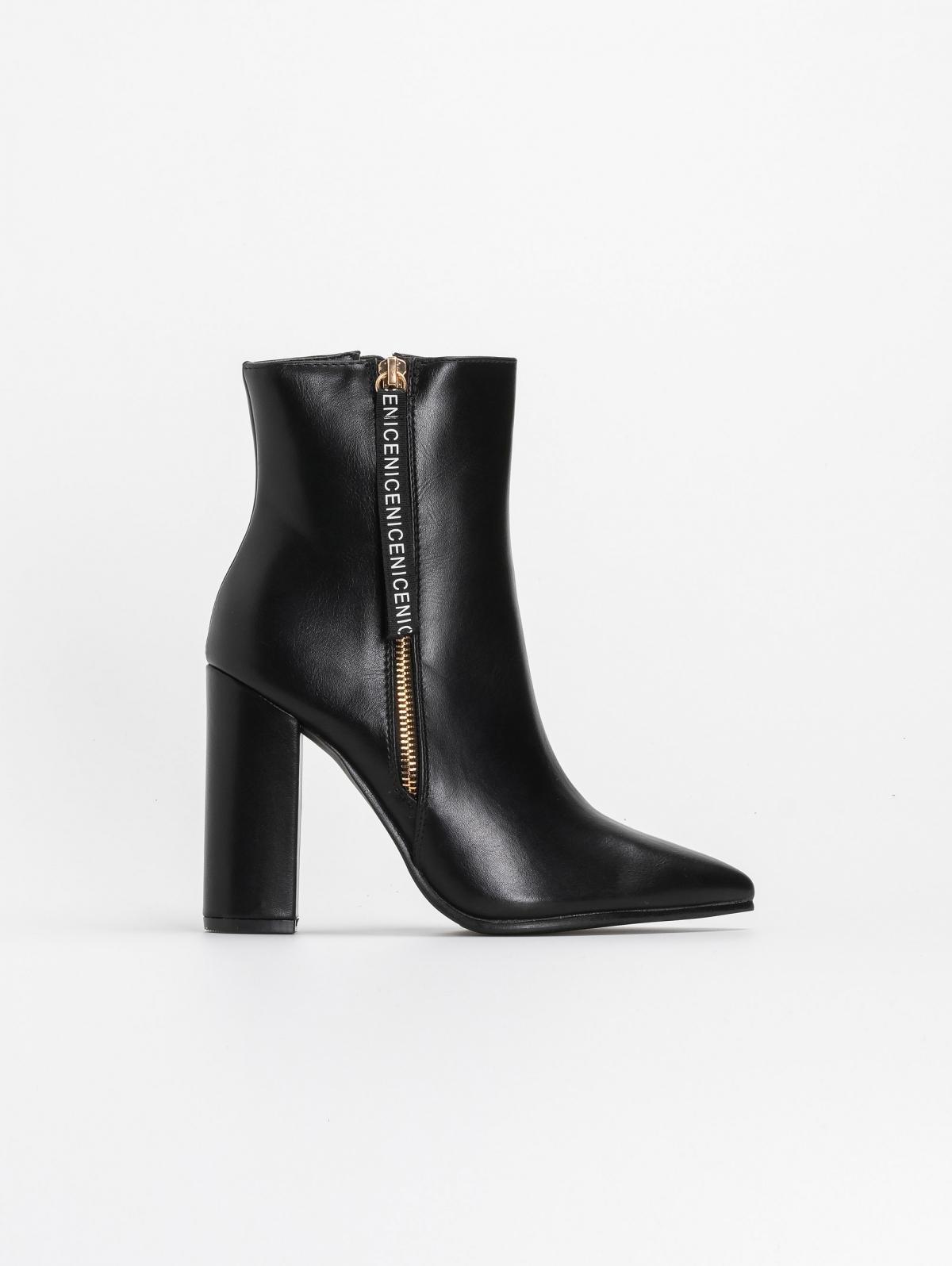 Μυτερά block heel μποτάκια με διακοσμητικό - Μαύρο