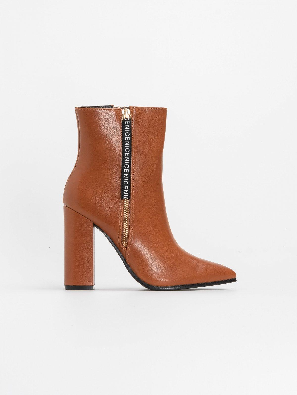Μυτερά block heel μποτάκια με διακοσμητικό - Ταμπά
