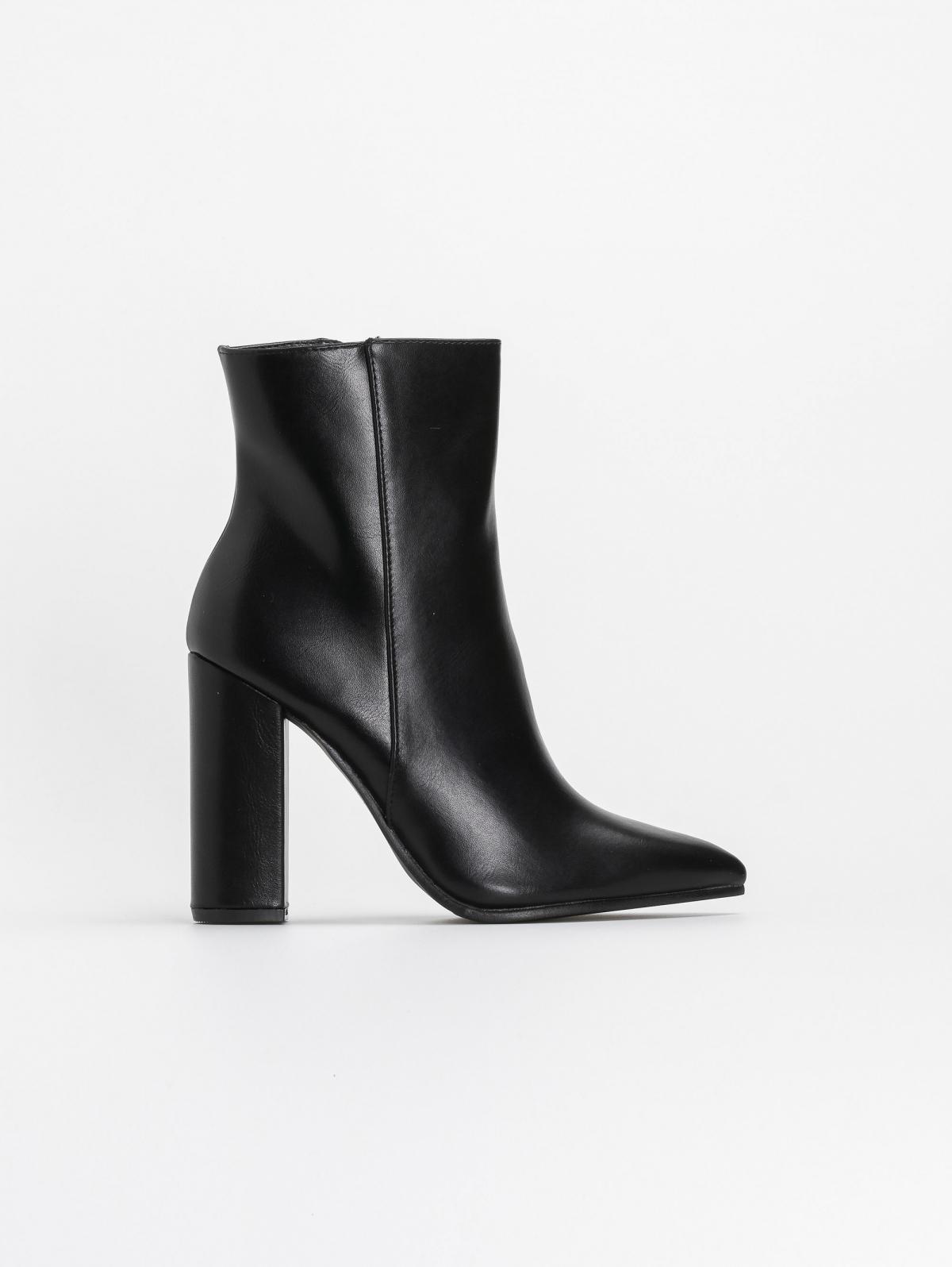 Μυτερά block heel μποτάκια με κάθετη ραφή - Μαύρο