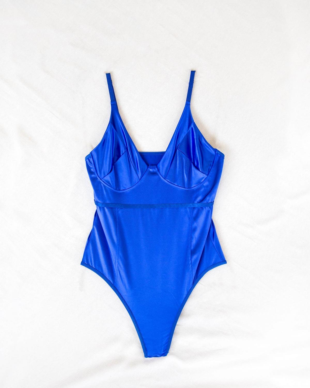 Σατέν body με λεπτά ραντάκια - Μπλε