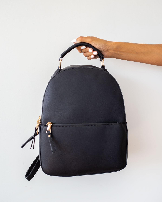 Σταθερή τσάντα πλάτης με εξωτερική θήκη - Μαύρο