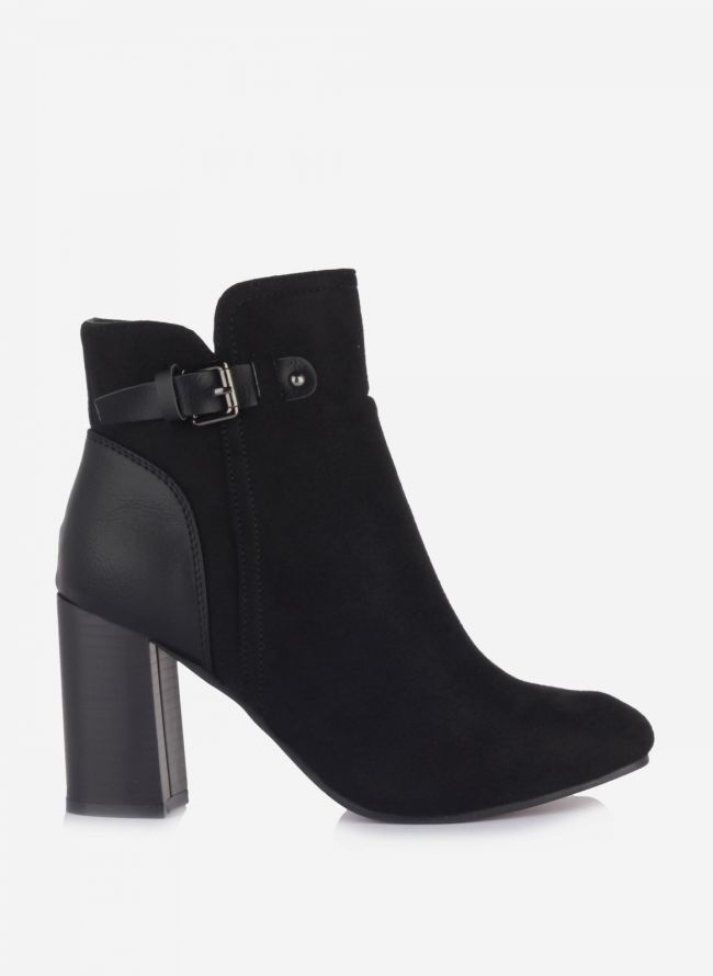Suede ankle boots με ζωνάκι - Μαύρο