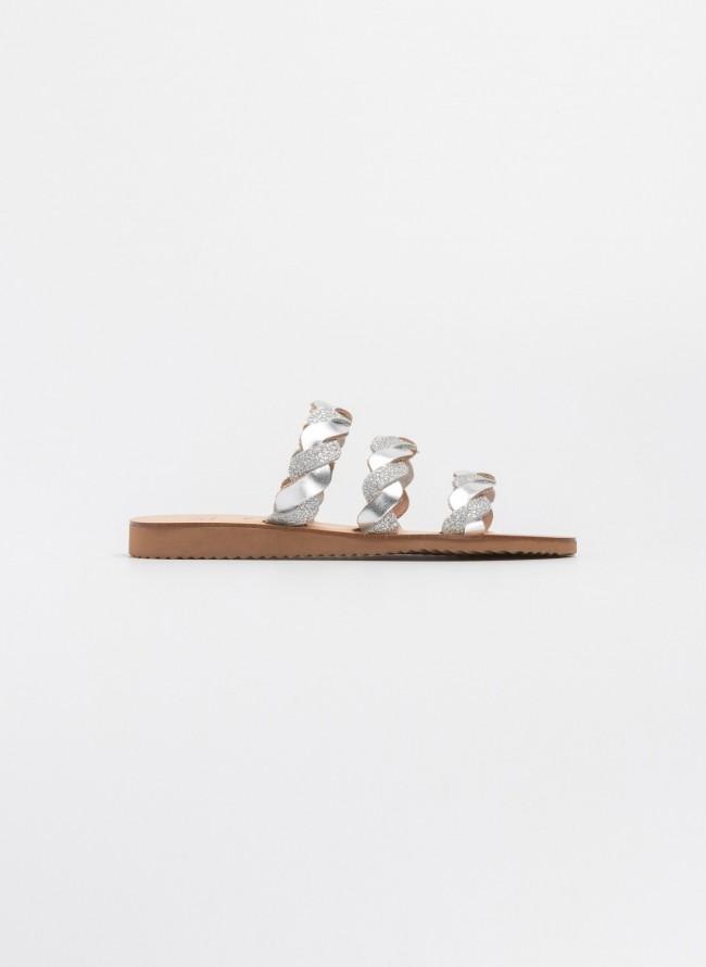 9ca4a294d33 Estil χειροποίητα σανδάλια με τρία πλεκτά λουράκια - Ασημί ...