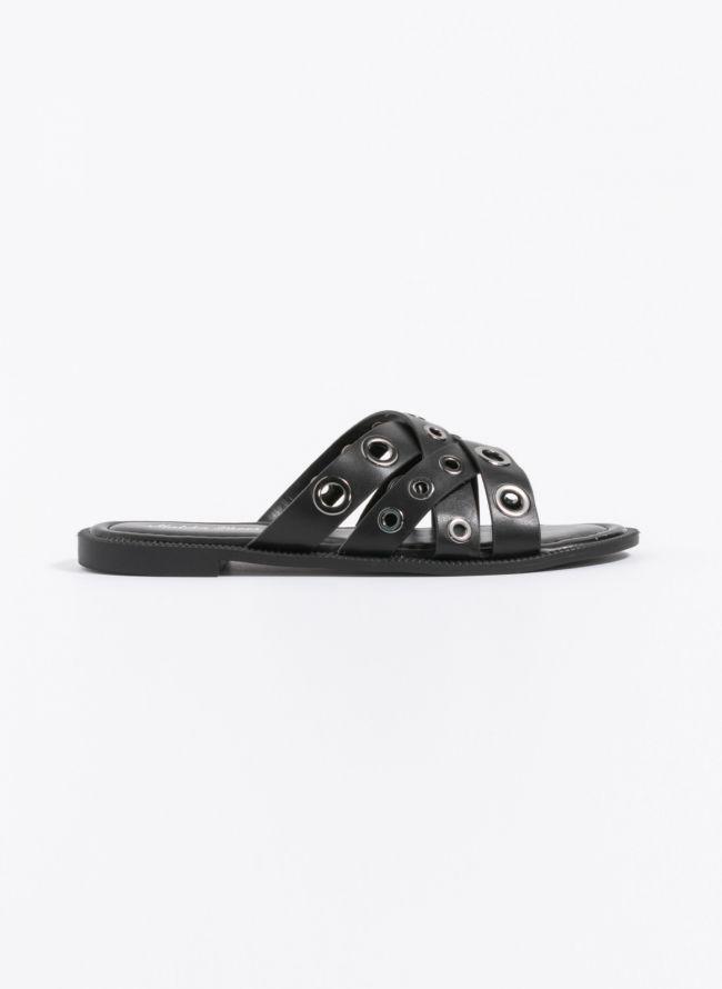 Flat σανδάλια με μεταλλικούς κρίκους - Μαύρο