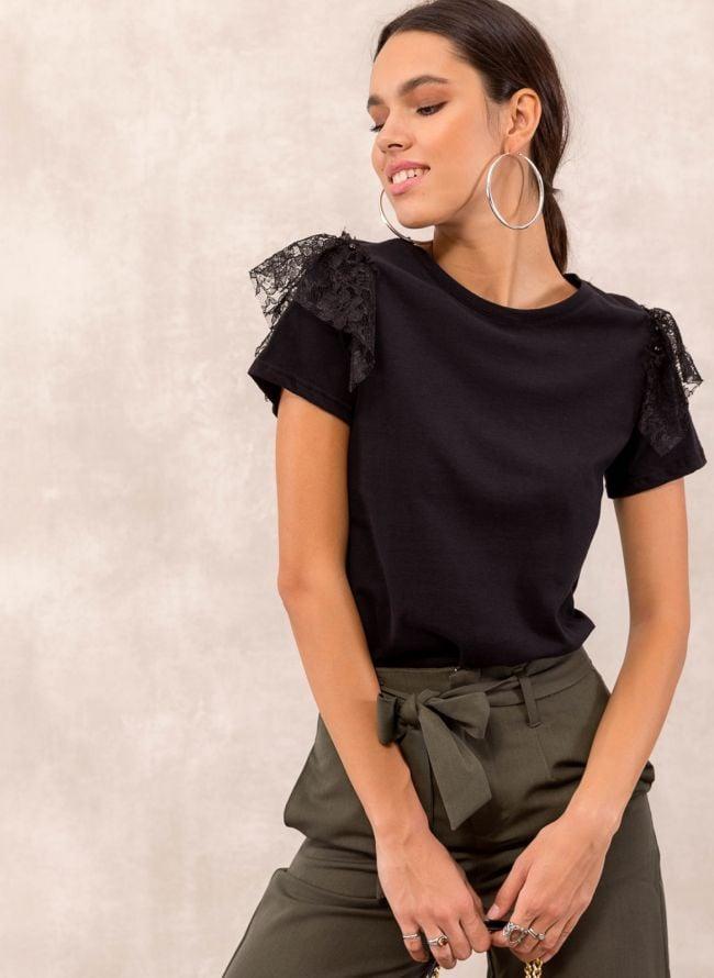 Μπλούζα με δαντέλα στα μανίκια - Μαύρο - TheFashionProject d9f9f36a652