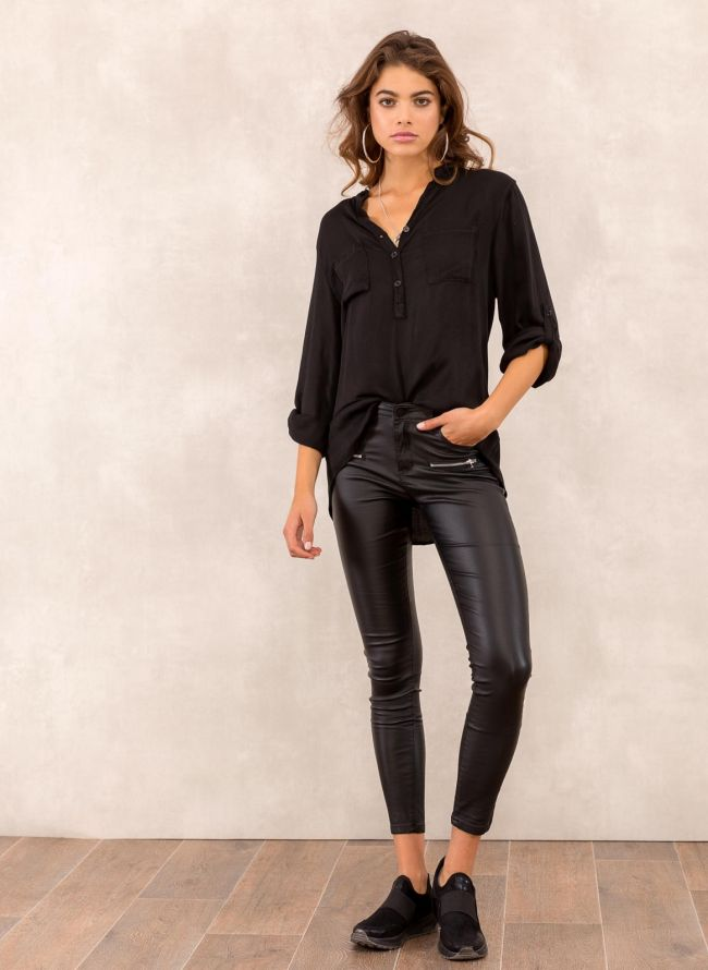Skinny παντελόνι με όψη δερματίνης και διακοσμητικά φερμουάρ - Μαύρο