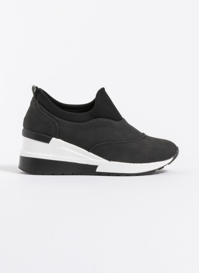 Slip on sneakers με τακούνι - Μαύρο