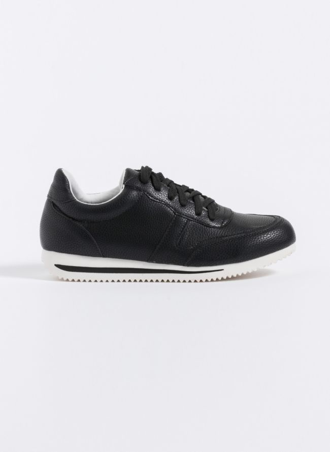 Sneakers με λεπτομέρεια ρίγα στη σόλα - Μαύρο