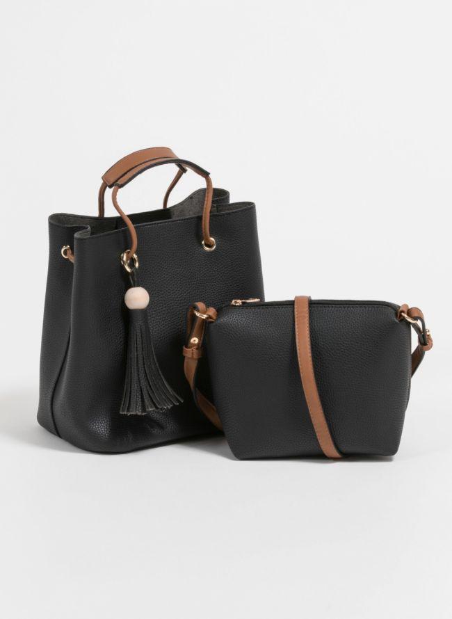 Τσάντα χειρός σε σχήμα πουγκί με charm με κρόσσια - Μαύρο