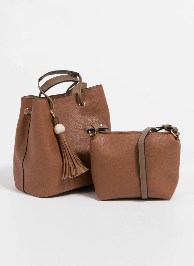 Τσάντα χειρός σε σχήμα πουγκί με charm με κρόσσια - Ταμπά