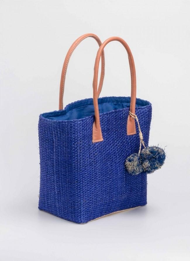e7ad2631e6 Χειροποίητη πλεκτή ψάθινη τσάντα με pom pom - Μπλε