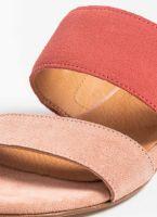 Estil καστόρινες παντόφλες με διπλή φάσα - Κοραλί - TheFashionProject fcccd9235a4