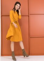 Πλισέ φόρεμα με πιέτα στο μπούστο - Μουσταρδί - TheFashionProject 80e5b32584e