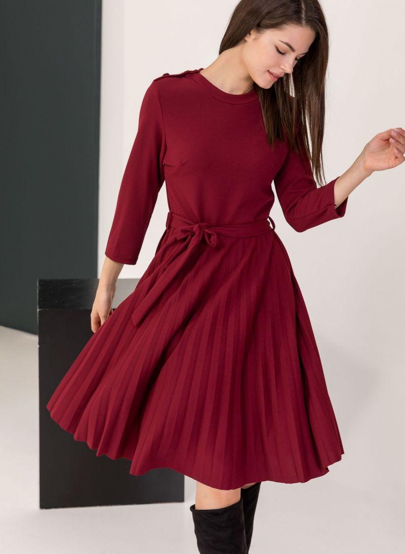 387c98107777 Φόρεμα πλισέ με κουμπιά στον ώμο - Μπορντό - TheFashionProject