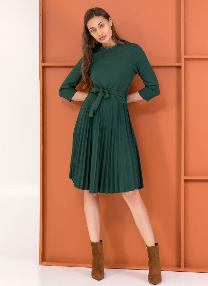Φόρεμα πλισέ με κουμπιά στον ώμο - Κυπαρισσί - TheFashionProject cd6264418e0