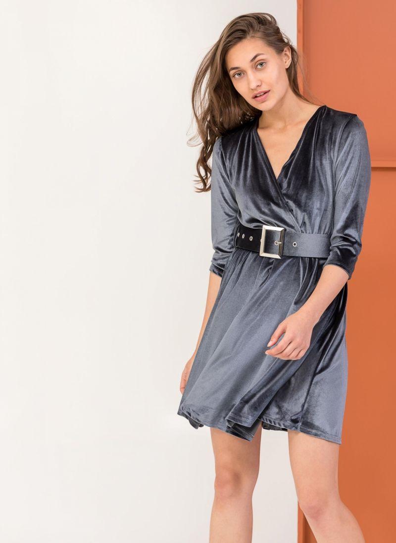 Κρουαζέ βελουτέ φόρεμα με φαρδυά ζώνη - Γκρι - TheFashionProject 26e77897a63