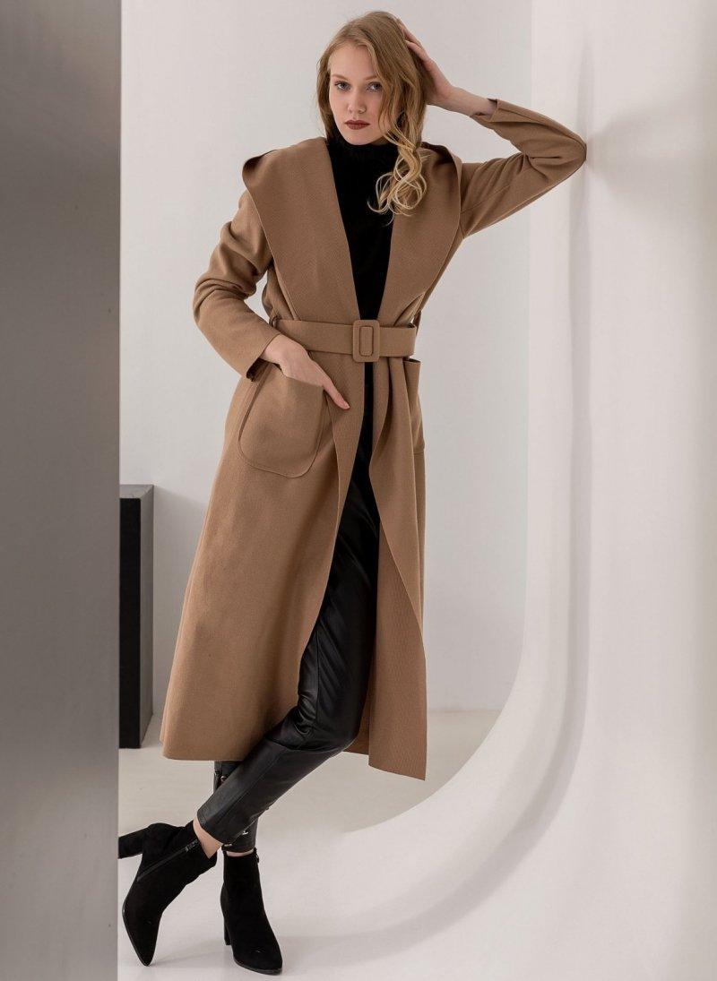 Μακρύ παλτό με κουκούλα και ζώνη - Κάμελ - TheFashionProject 923d77fcae0
