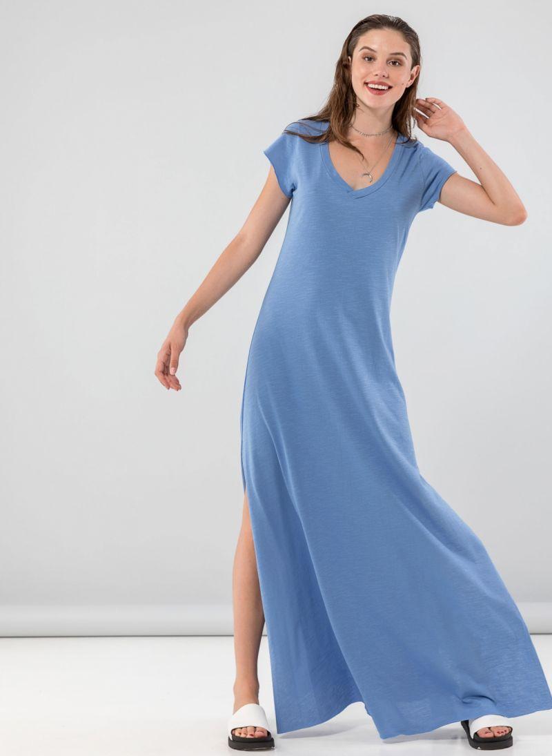 5ca56ec7558a Maxi φόρεμα με λαιμόκοψη - Γαλάζιο - TheFashionProject