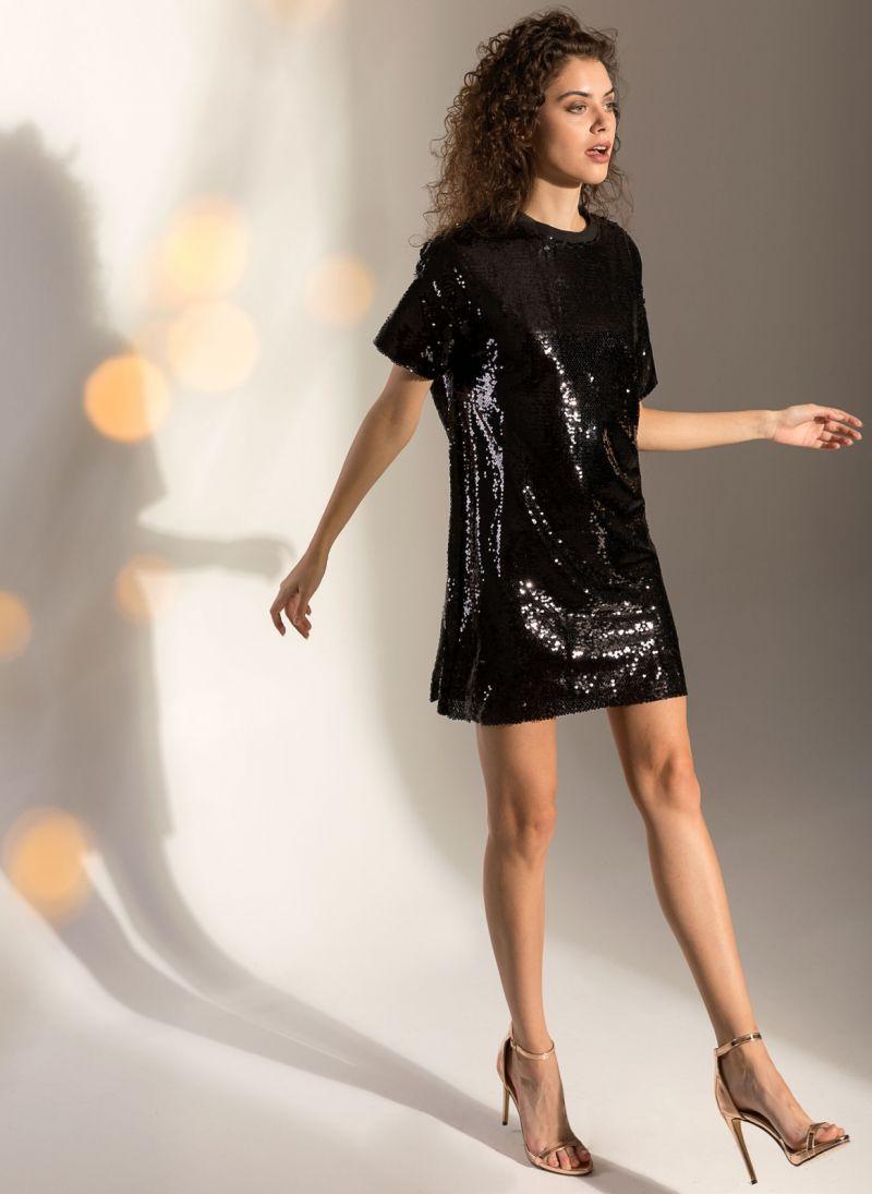 Oversize φόρεμα με παγιέτες - Μαύρο - TheFashionProject 605a7debfd3