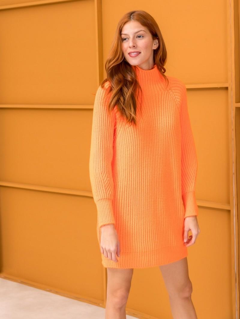 0d81f3cdc0b6 Oversize πουλόβερ με ψηλό γιακά - Φλούο Πορτοκαλί - TheFashionProject