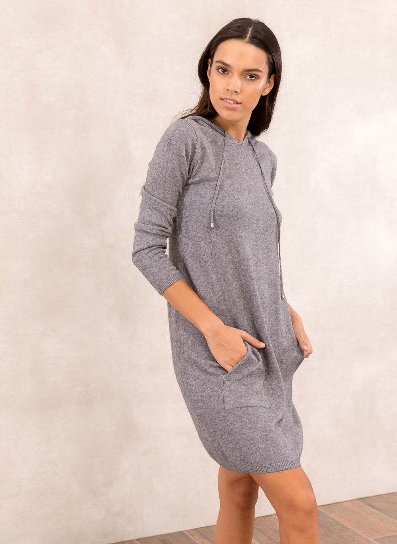 f4a675457ef4 Πλεκτό casual φόρεμα με κουκούλα - Γκρι - TheFashionProject