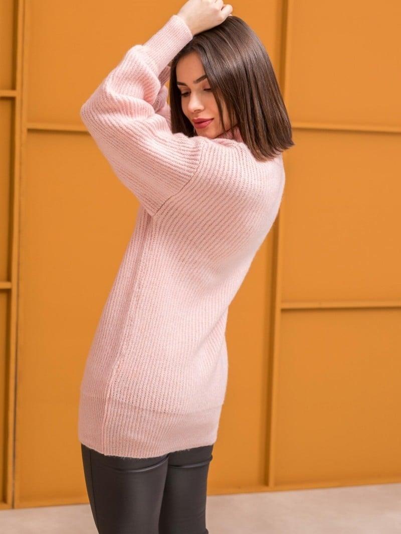 012224bcf2a0 Πλεκτό πουλόβερ με ζιβάγκο - Ροζ - TheFashionProject