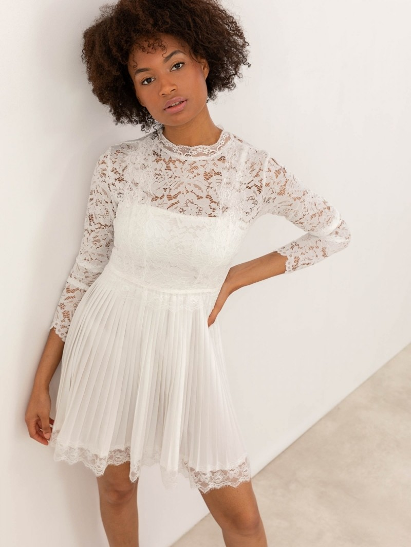 dfbc9a1c4002 Πλισέ φόρεμα με δαντέλα - Λευκό - TheFashionProject