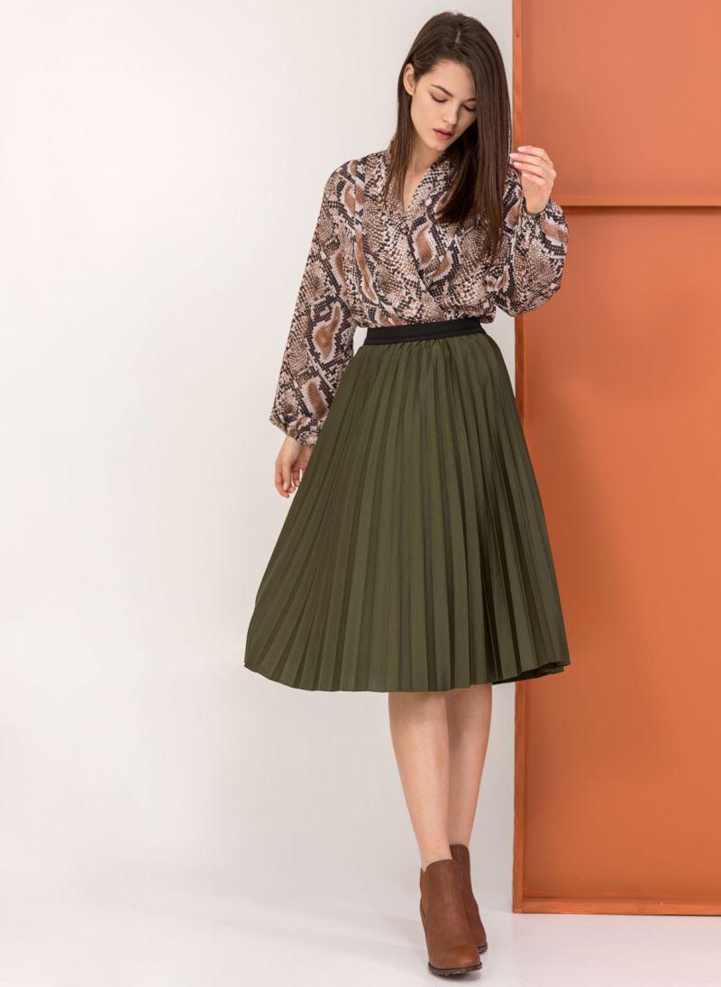 Πλισέ midi φούστα με λάστιχο στη μέση - Χακί - TheFashionProject 4906e5c868a