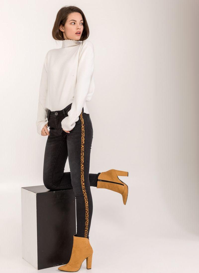 54abfbcea6d5 Skinny jeans με leopard ρίγα στο πλάι - Μαύρο - TheFashionProject