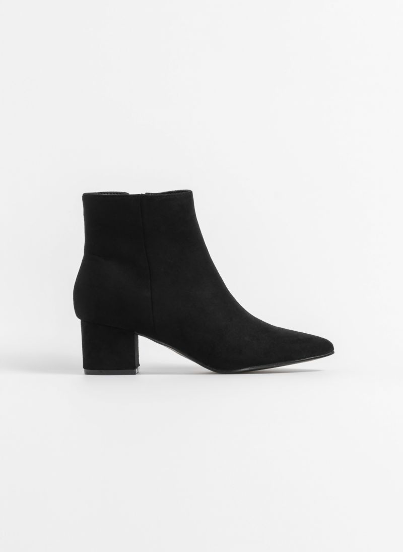 Suede casual μυτερά μποτάκια - Μαύρο - TheFashionProject d734d939ed7