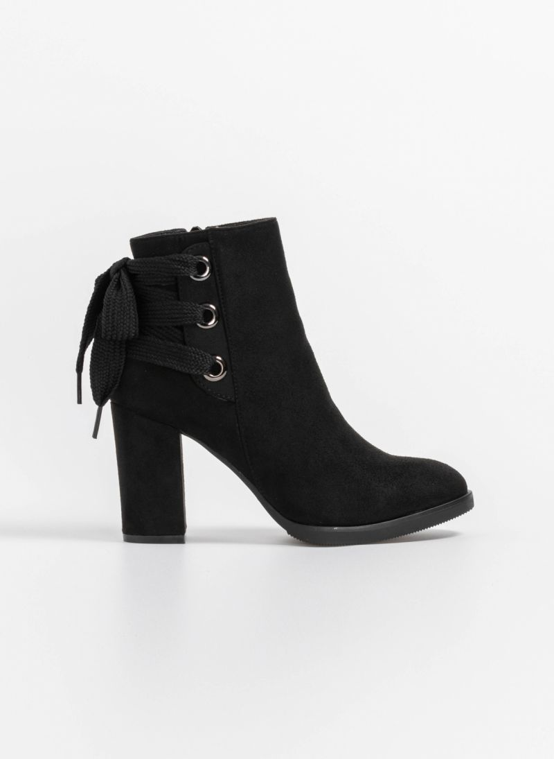 Suede μποτάκια με κορδόνι - Μαύρο - TheFashionProject 674802e5bfd