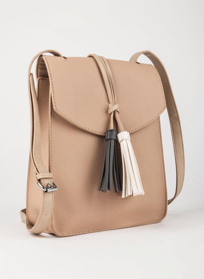 Τσάντα χιαστί με κρόσσια - Πούρο - TheFashionProject 4d84dac2219