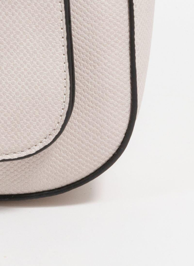 Τσαντάκι χιαστί που συνδυάζει ματ και patterned τεχνόδερμα