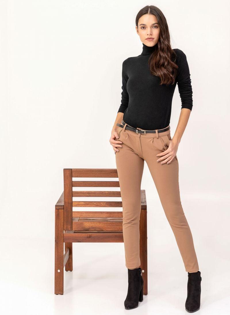 0ca242f8642 Υφασμάτινο παντελόνι με πιέτες - Καφέ - TheFashionProject