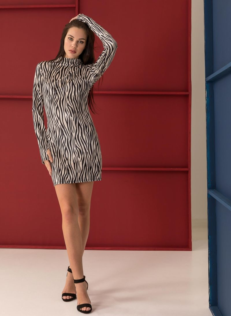 4205deb5e5a Βελουτέ φόρεμα με animal print - Μαύρο/Μπεζ - TheFashionProject